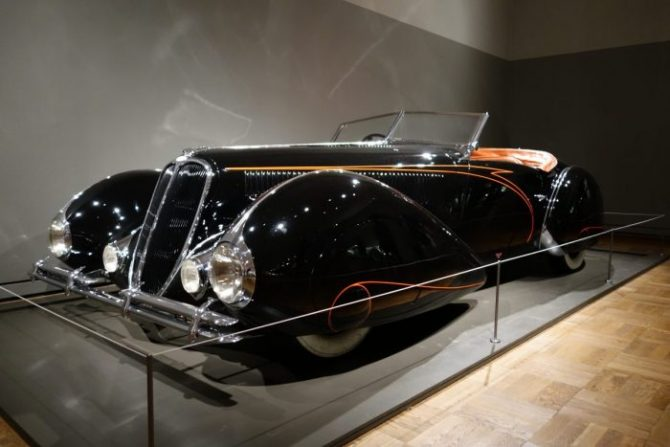 Streamlined Luxury and the Shape of Speed